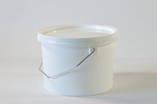 2.5 litre Round plastic bucket/pail with lid and metal handle. Food grade packaging perfect for honey, jams, chutneys., sauces and industrial use. From our Plastic Packaging range.