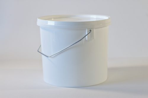 5 litre Round plastic bucket/pail with lid and metal handle. Food grade packaging perfect for honey, jams, chutneys., sauces and industrial use. From our Plastic Packaging range.
